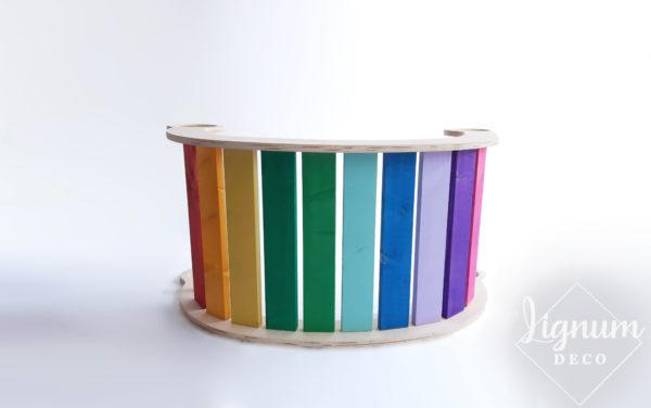 Balancín arcoíris que ofrece la opción de escaparate para juego simbólico de tiendas. Desarrollo creativo de bebés y niños.